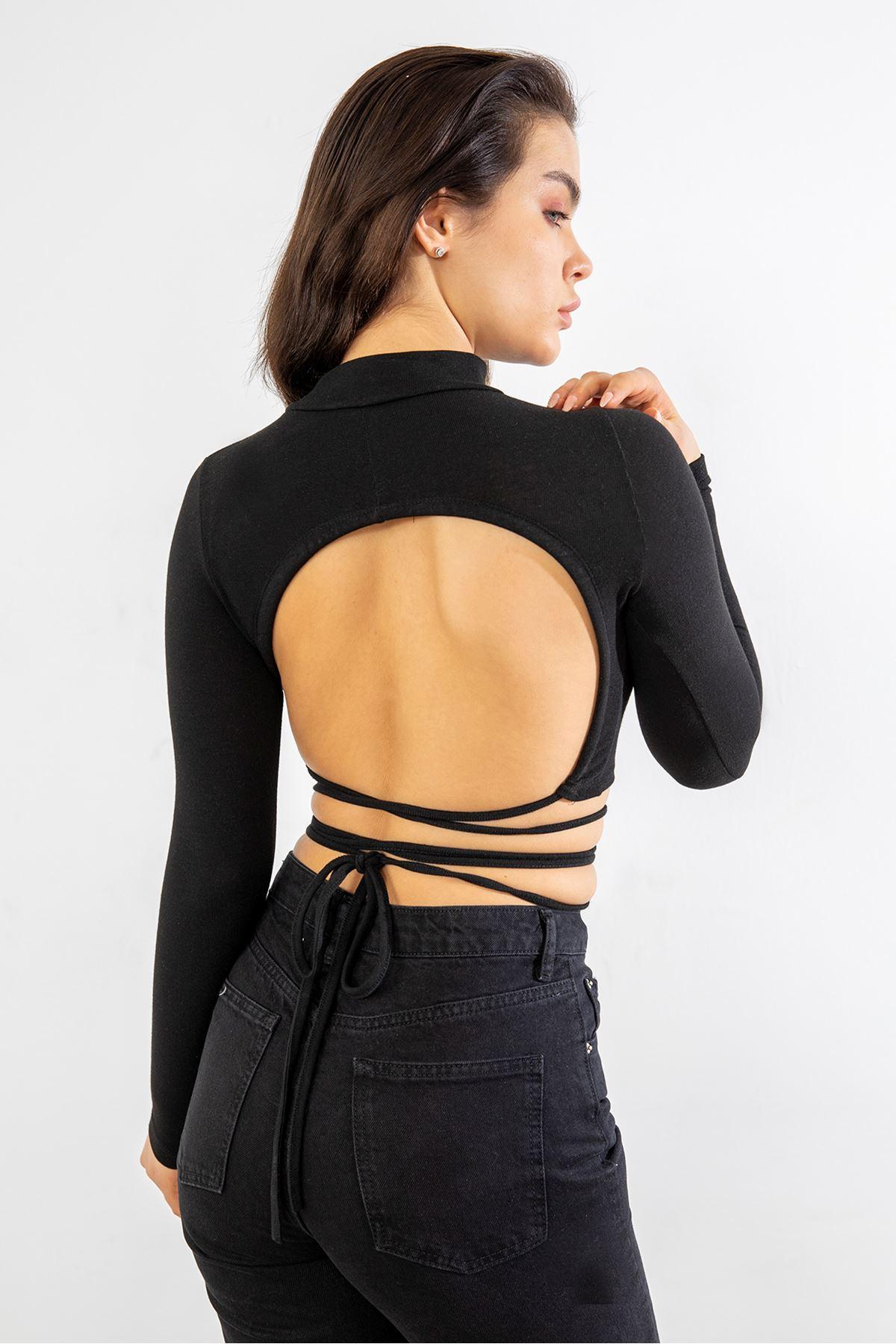 Dik Yaka Sırt Detay Bluz-Siyah