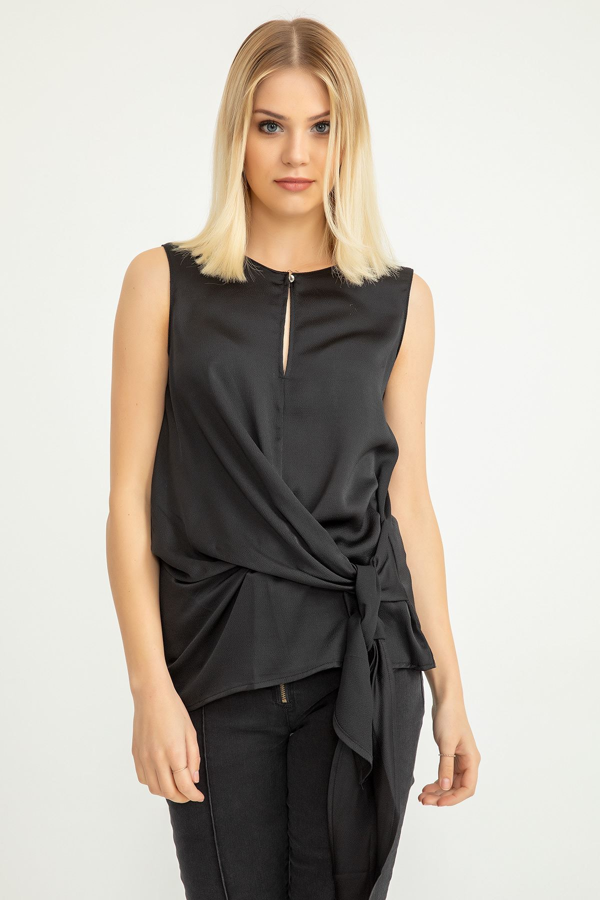 Önü Bağlamalı  Bluz-Siyah