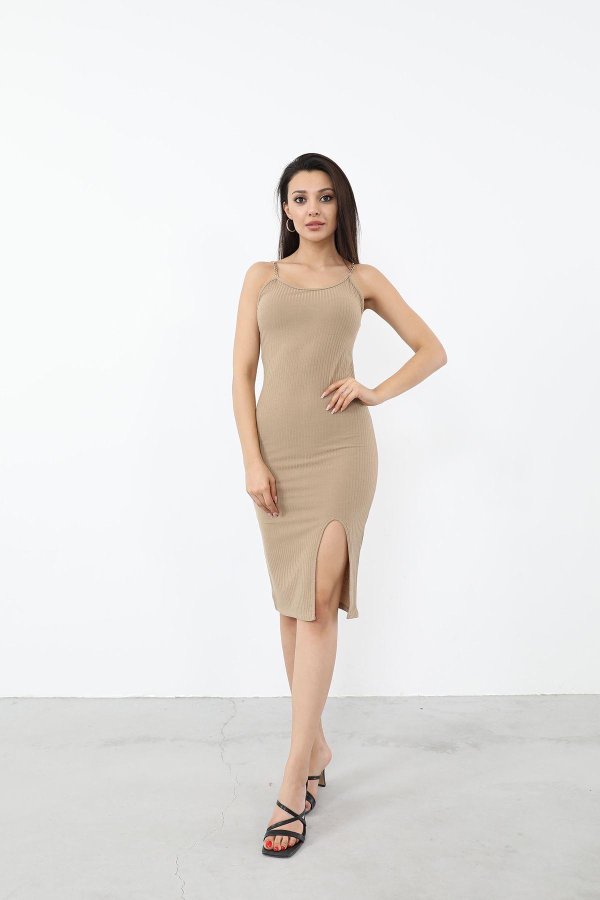 Zincir Askılı Yırtmaçlı Elbise-Bej