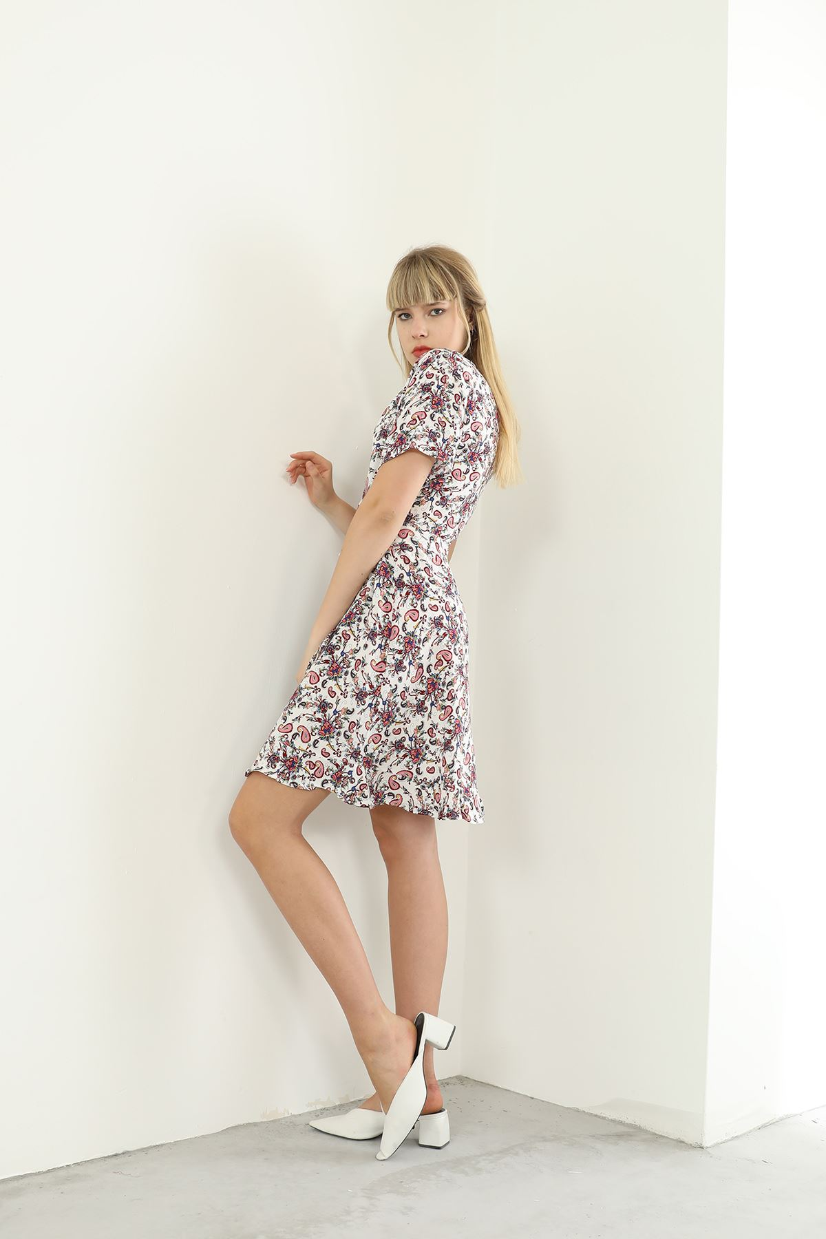Şal Desen Kuşaklı Elbise-Beyaz