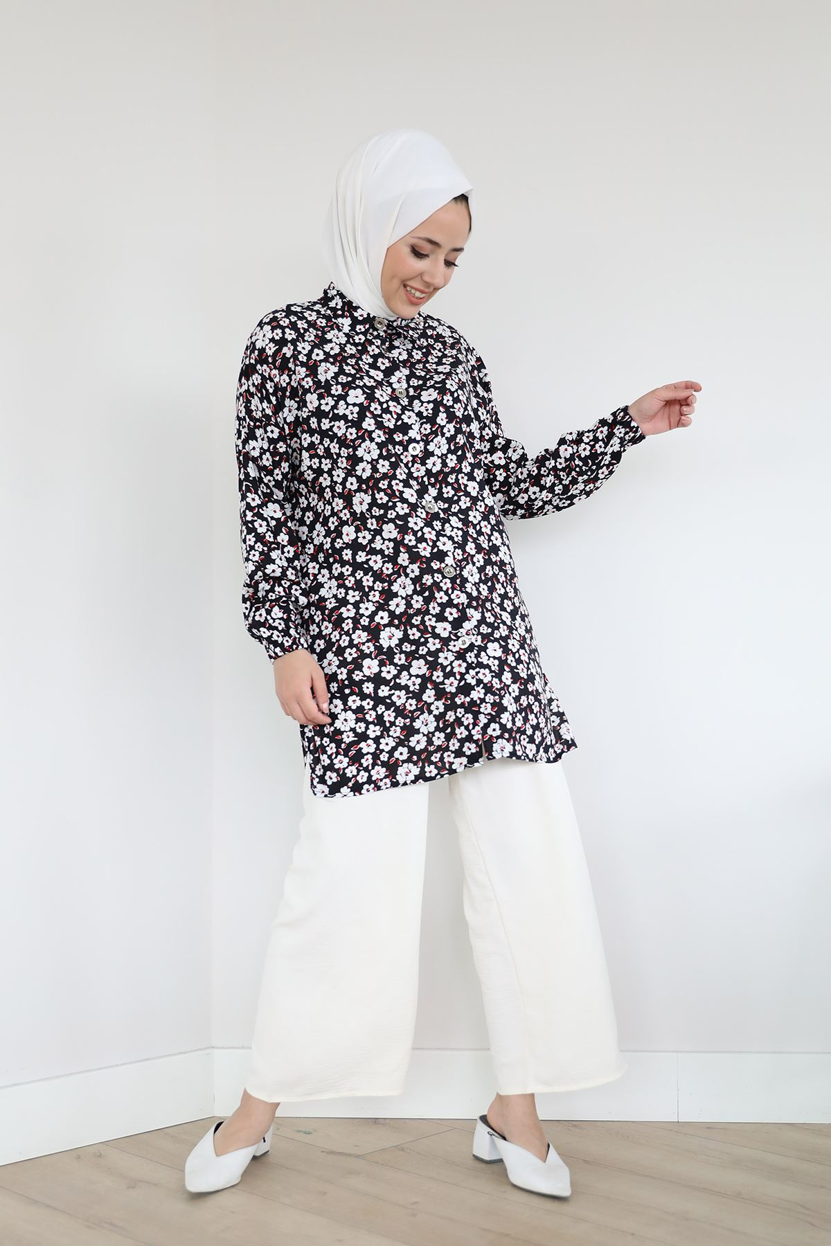 Çiçek Desen Gömlek-Siyah