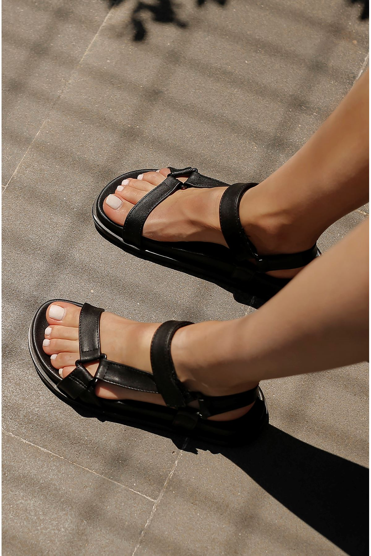 Bantlı Sandalet-Siyah
