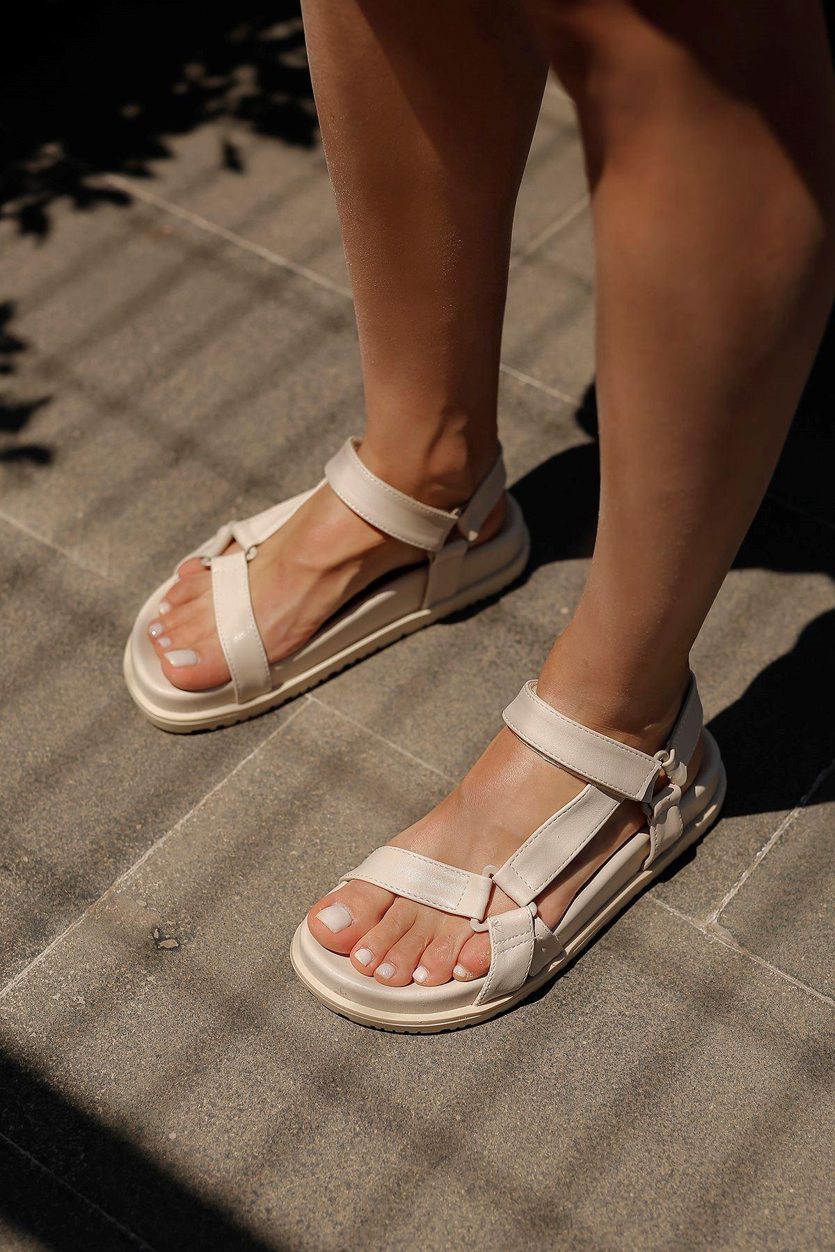 Bantlı Sandalet-Taş