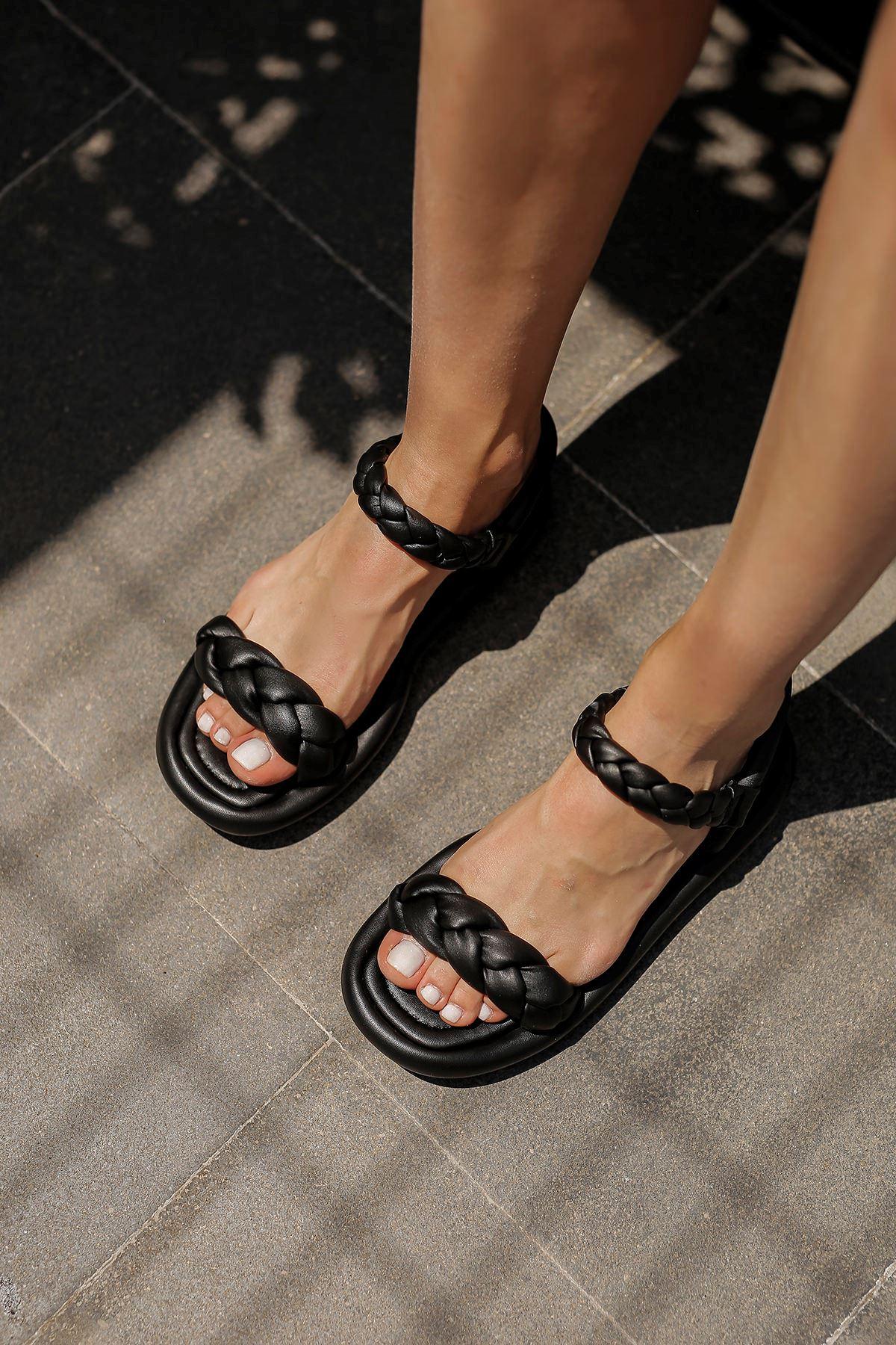 Örgülü Sandalet-Siyah